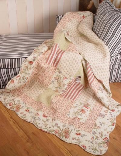 Schlafzimmer klassisch einrichten beige Farbe Patchwork